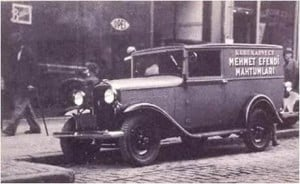 Picture of Kuru kahveci Mehmet Efendi truck delivering Turkish coffee in Istanbul.