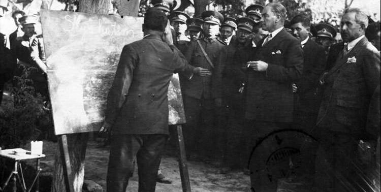 Picture of Atatürk introducing the newly created Turkish alphabet.