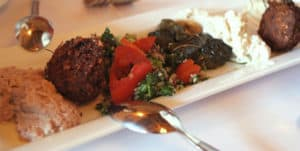 Picture of a plate of mezes (cold Turkish starters) in Istanbul's Meyhanes