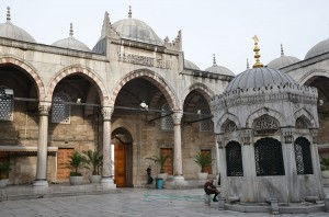 Picture of a courtyard (avlu) and ablution fountain (şadırvan) of a mosque in Istanbul, Turkey.