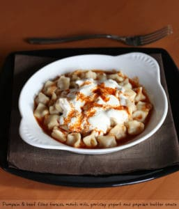 Picture of mantı, the Turkish ravioli.